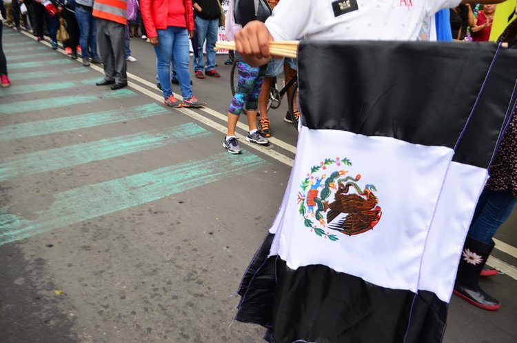 banderas+mexicanas+de+luto.jpg
