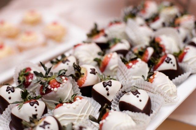 Tuxedo Chocolate Strawberries