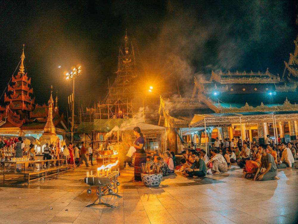 myanmar-yangon-shwedagon-pagoda.jpeg