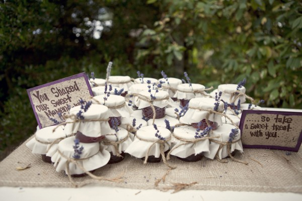 outdoor-diy-wedding-jam-favors-600x399