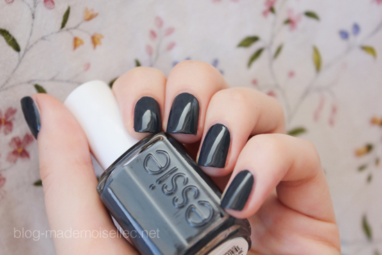 Essie-bobbing-for-baubles21