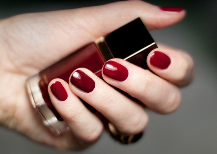 TOM-FORD-Nail-Polish-10-Smoke-Red-16-Bordeaux-Lust1