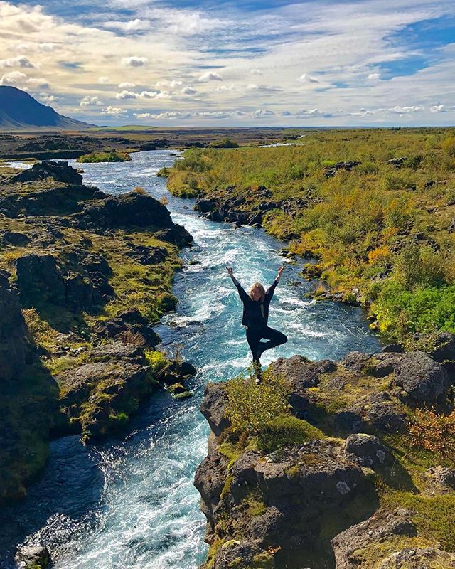 What a gift it is to come back to this magical place exactly one year after my first visit. Iceland continues to be a breathtaking fairie land of jaw dropping beauty. Thanks for the picture and sharing this experience @ray.bouley 💗👌🏻