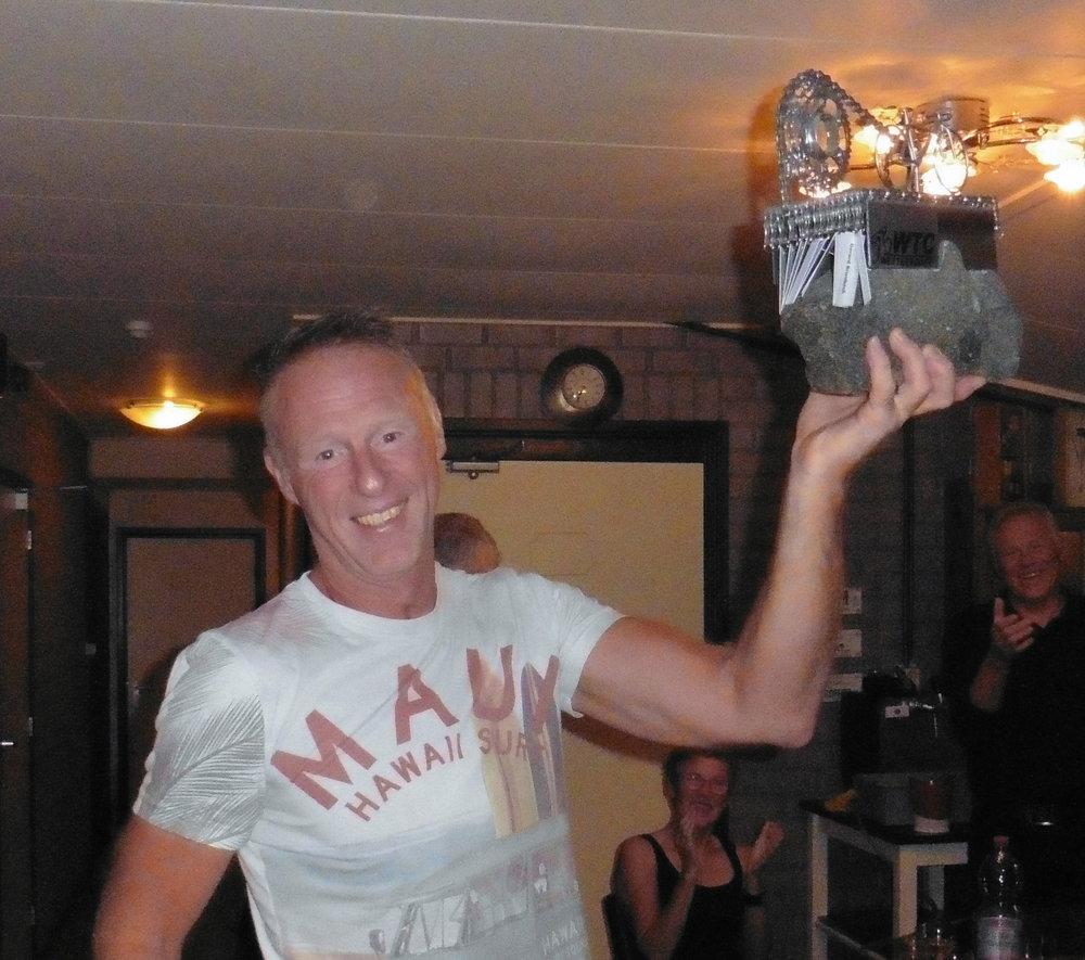 De winnaar van de jaarlijkse Peerd van Theet trofee: Naast alles wat hij voor de club doet, is hij ook al jaren de drukker van ons aller clubblad de Toer-uit.