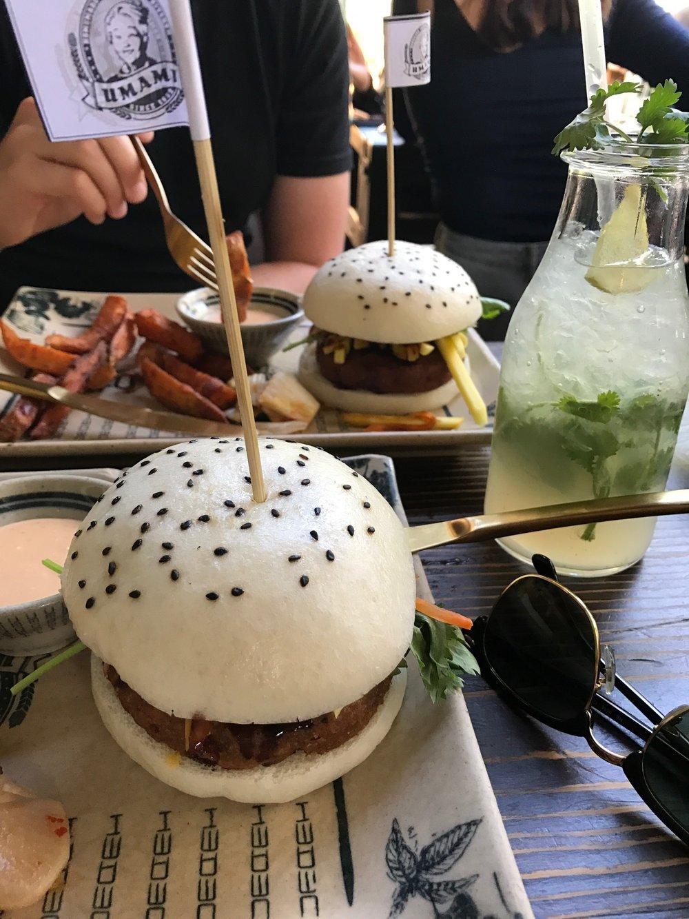 Umamin  kasvisburgerit ja raikkaat drinkit