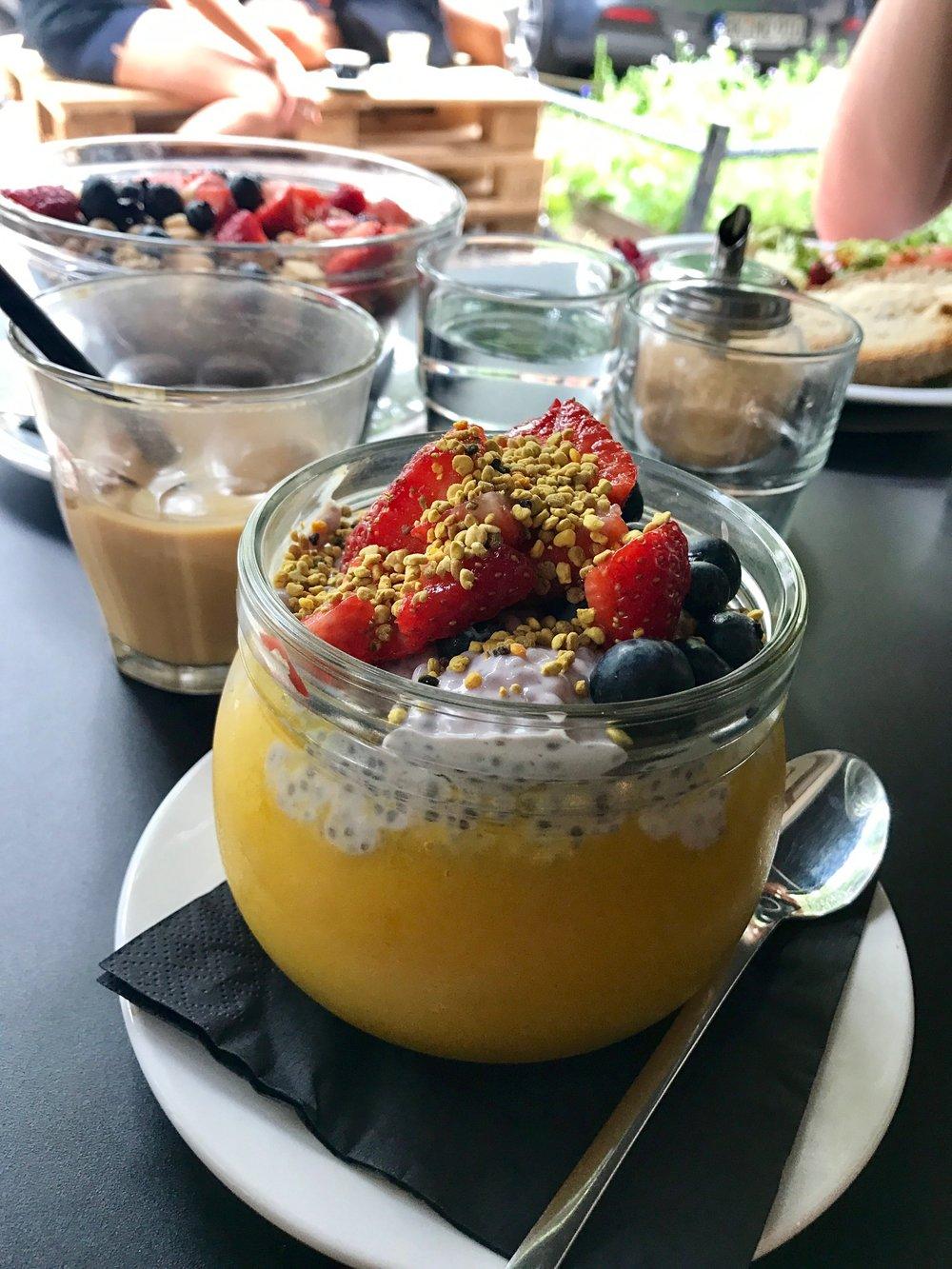 Cozys Coffeen  aamiasbowlit