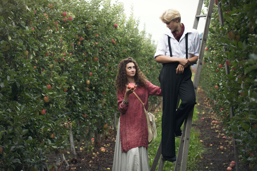 Johanna and Noak in the orchard