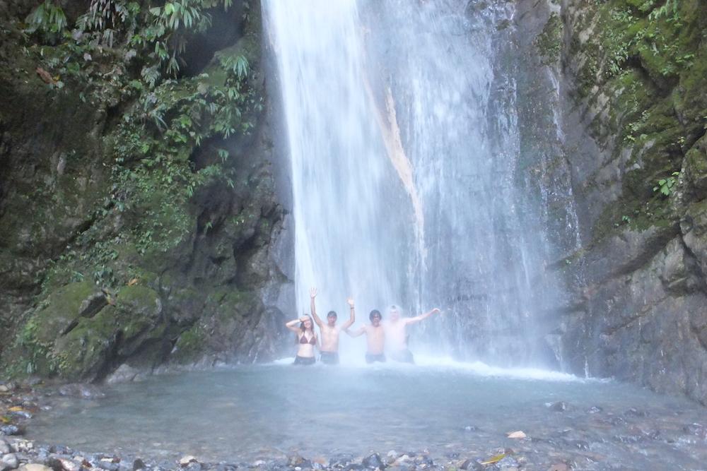 Natación en Cascadas (Swimming in Waterfalls)