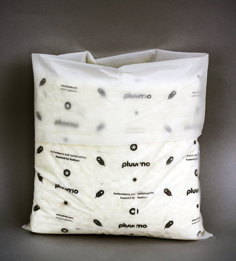 pluumo-BAG:  A single pluumo liner inside a recyclable polyethylene bag, ideal for smaller deliveries.