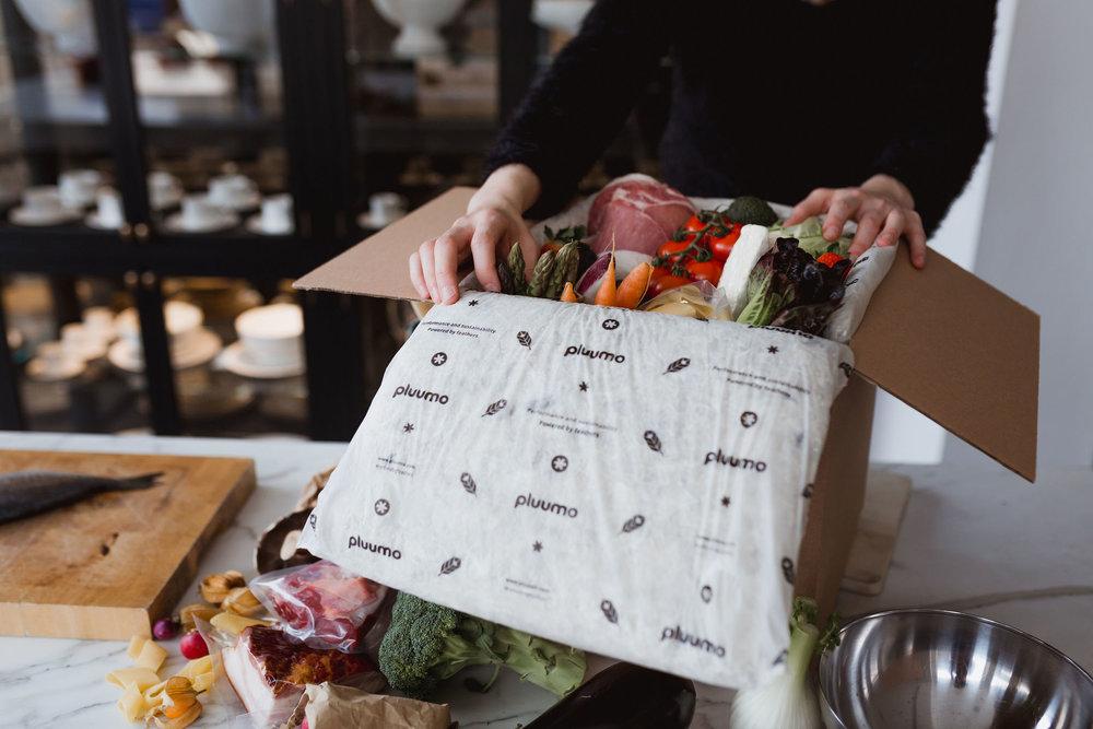 pluumo-BOX: Zwei pluumo Matten mit einer Box aus recycelten Karton erlauben Sendungen bis zu 7kg.