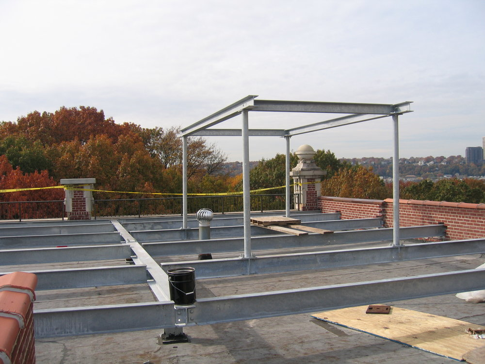 Roof terrace framing: Hudson River Roof Garden