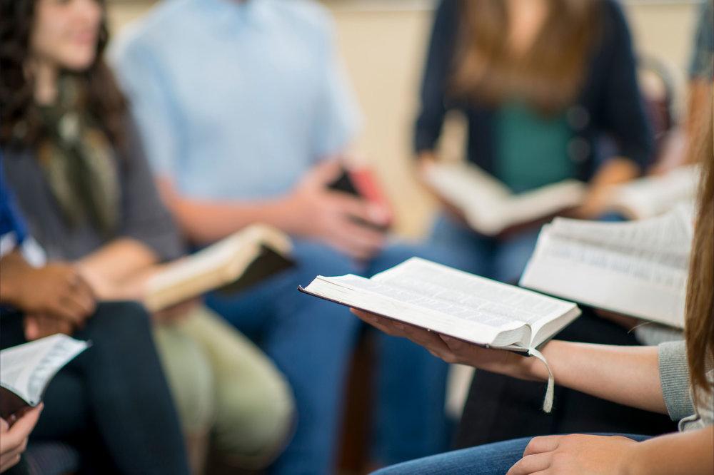 Estudios bíblicos para todas las edades - Domingos: 18:00 - Los domingos por la tarde nos reunimos para un tiempo de cánticos espirituales y estudios bíblicos grupales. Tenemos estudios de sana doctrina, diseñados para ayudarle crecer en su fe y en su caminar con el Señor Jesucristo.