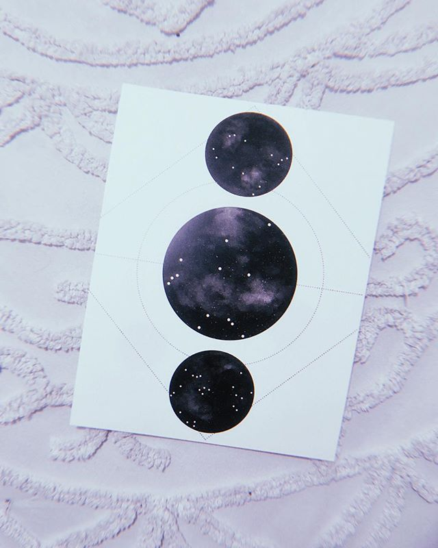 GIVEAWAY TIME 🌞⭐️🌛 Who knows their BIG 3? I'm a Virgo sun, Sagittarius moon, & Aquarius rising 💁🏻‍♀️✨ Comment yours below for a chance to win a ~CUSTOM~ big three constellation print!