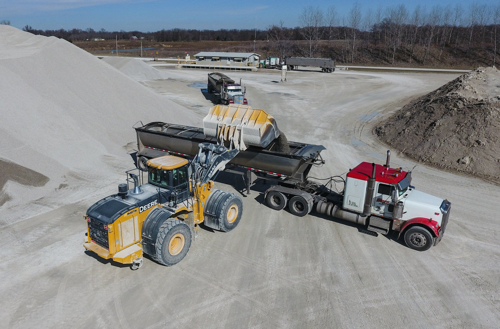 In early March 2018 Martin Equipment delivered a John Deere 844K Aggregate Handler for a demonstration at Quality Lime.