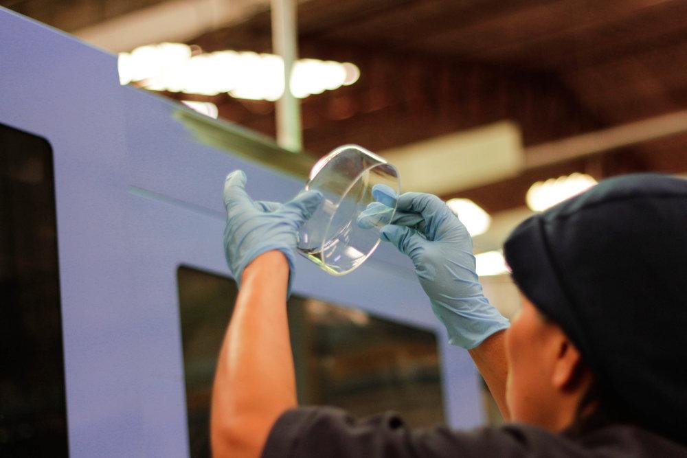 Grupo Perplast cuenta con máquinas de inyección de plástico con fuerza de cierre de hasta 500 toneladas. Las capacidades de inyección van desde 1 hasta 1,300 gramos. -