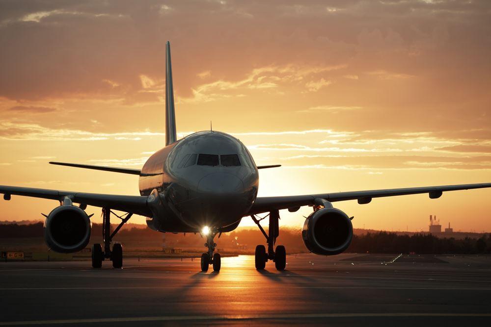 airplaneflyingbob-hope-airport.jpg