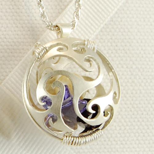 swirly locket 1.jpg
