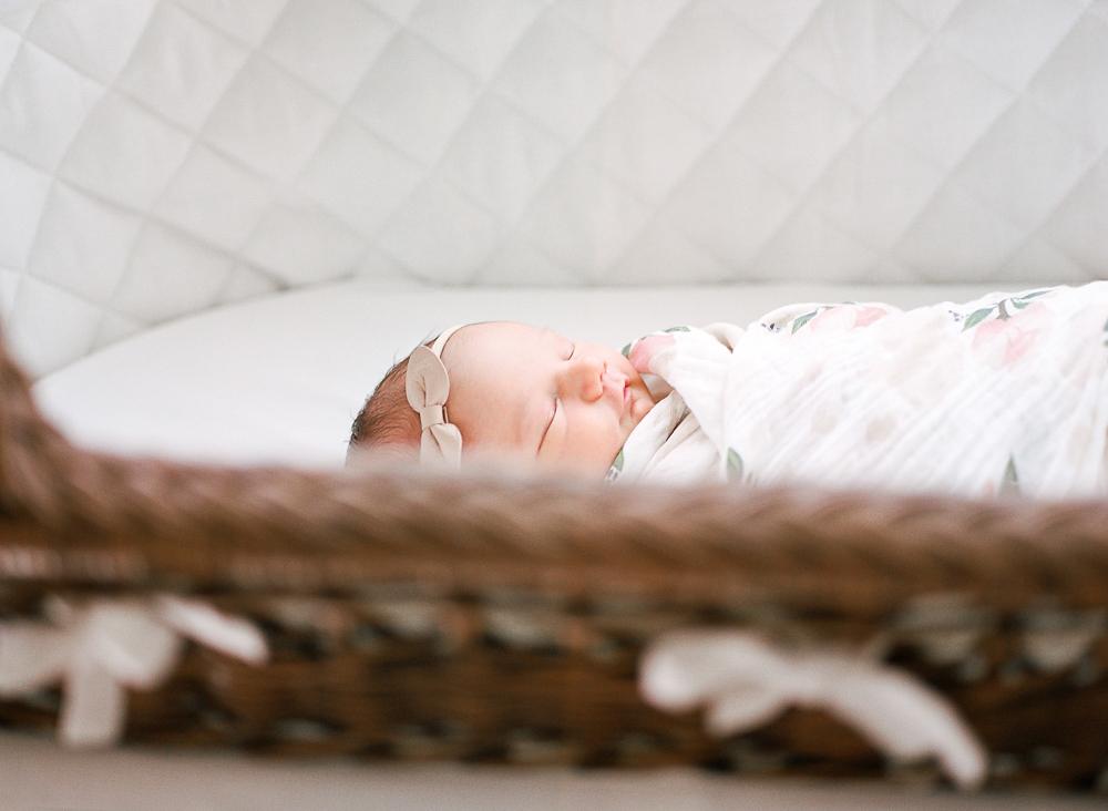 Jackson Mississippi newborn lifestyle inhome photography-6.jpg