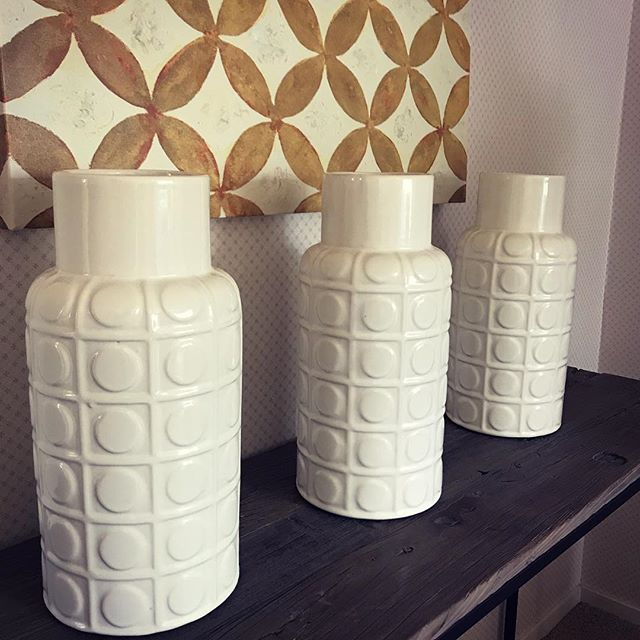 There are three responses to a piece of design: #no, #yes and #wow. Wow is the one to aim for💃🏻 #homedecor #insideoutdesign #auckland #homestaging #decorideas #three #whitengold #kiwibusiness