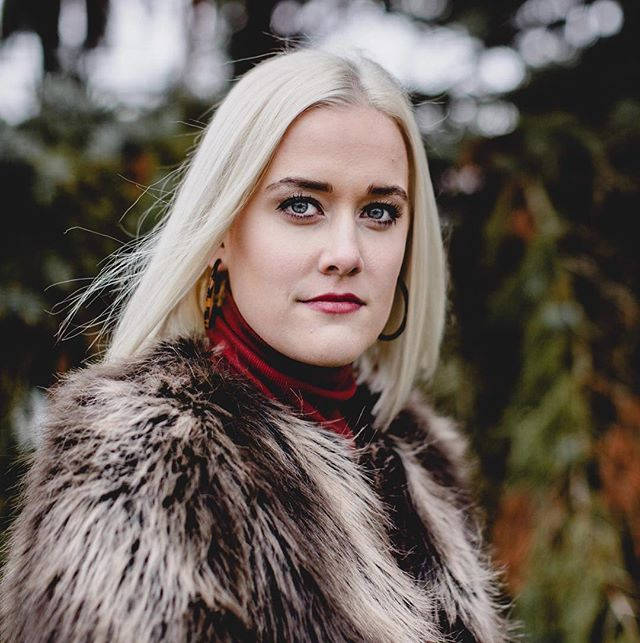 @haybaybay_  Slaying that hair color and coat! Color, cut and pic by Melissa @missycave  #wellacolor #blondehair #champaignstylist #champaignurbana #photography