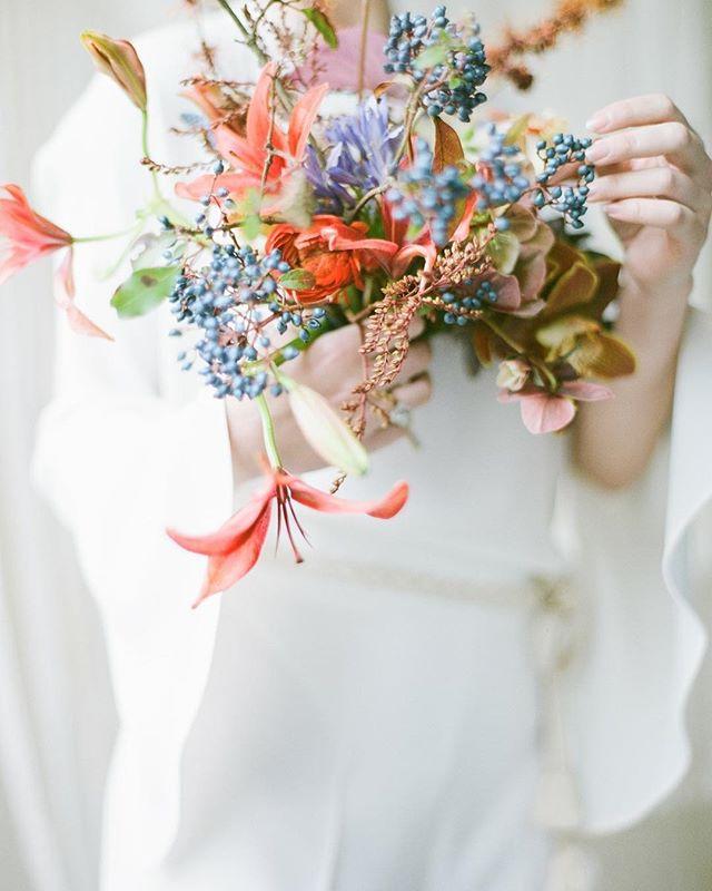Mentor : @vasiaphotography  Make Up : @theartistrycollective  Florals : @celsiafloral  Creative Director : @eriko_semitsu / @kadobykyoko Model : @kikobean  Hambok : @littlepinkdressdesign