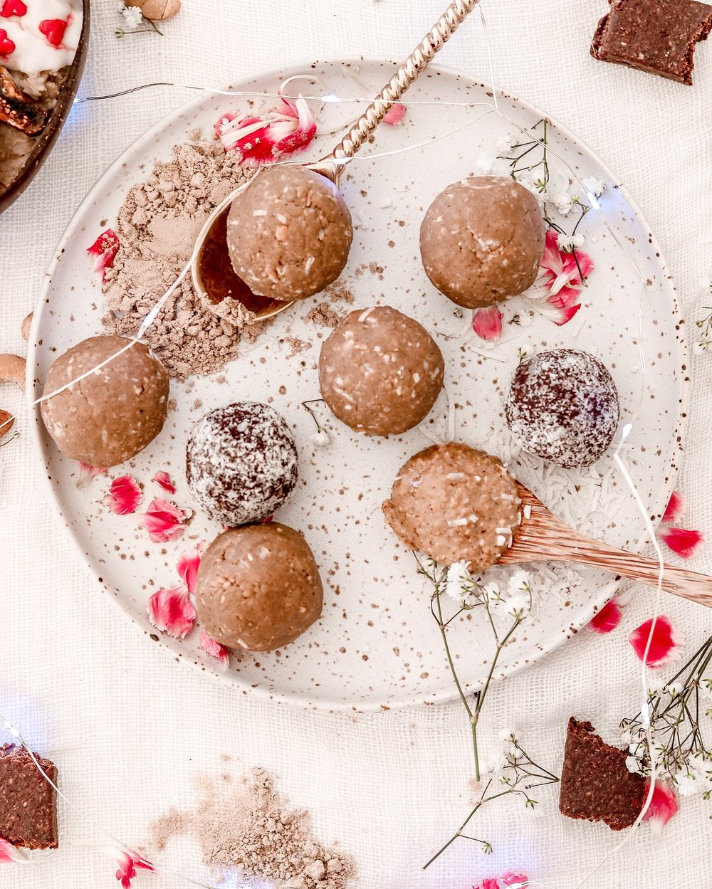 Date-less salted caramel protein balls -