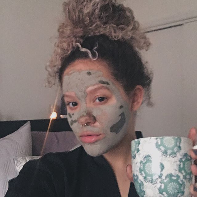 Bringing selfcare Sunday back w/  my best friend & @muddybody_ 💛 Use chiconefour10 for a discount😍