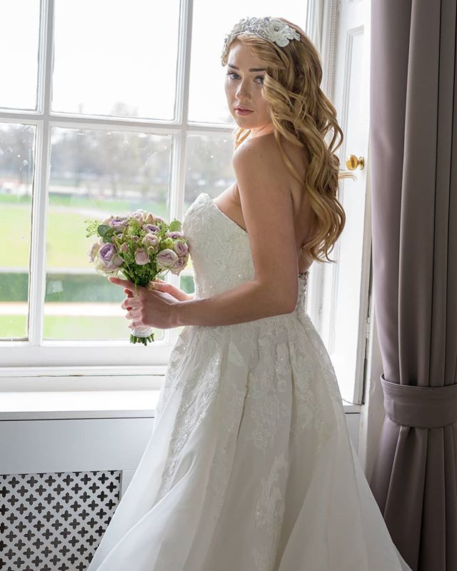 I did not take this photo! But the brilliant @victoriamurrayphotography  did!  My video is in my bio link #hargreavesfilms.  Royal meets modern wedding  Shout outs to all the amazing suppliers for this shoot to get us featured in @perfectweddingmagazine  Planner, concept & makeup:@chellebellemakeup Photographer:@victoriamurrayphotography Videographer:@hargreaves_films Bride:@angelina_kali Hairstylist:@jaysprestige Venue:@eventsrhc@tricornerhc Stylist & floral design:@davinasimoneweddings Assisted styling & props hire:@angels_and_gypsies Tableware/crockery:@tricornerhc@couverthire Stationery:@londonweddingstationery Dress:@mirrormirrorcouture @pronovias Headpiece:@dolecka_bridal Jewellery:@laurellimebridal Shoes:@freyaroselondon Nightwear:@fabulousbridalaccessoriesuk Favours:@pinkrosefavours Cake:@daisycrumbsncream.