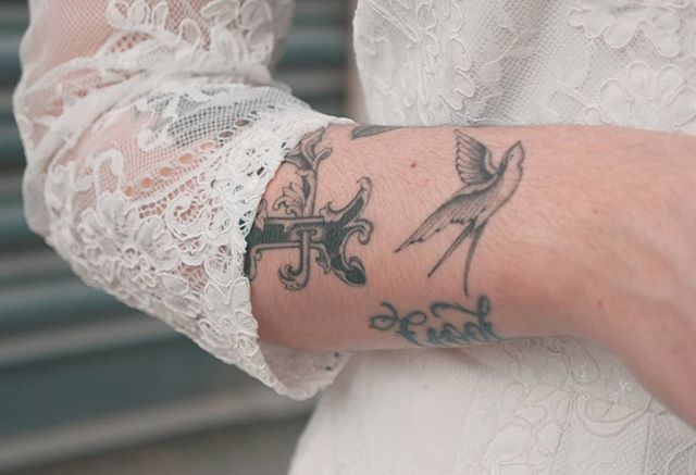 Finally get to present my video for a wedding I shot back in April! Love these tattoos that one of the brides had on the day, I think tattoos and wedding dresses look great together!  The ceremony took place in Chelsea town hall with the reception at Somerset House.  Full video in my bio!