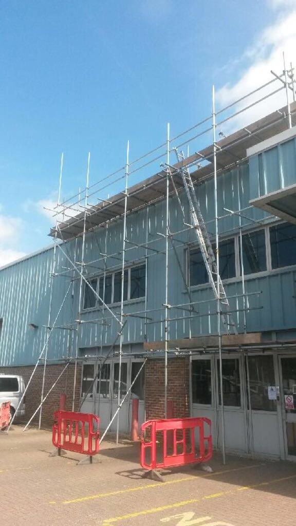 Scaffold erection for commercial box gutters