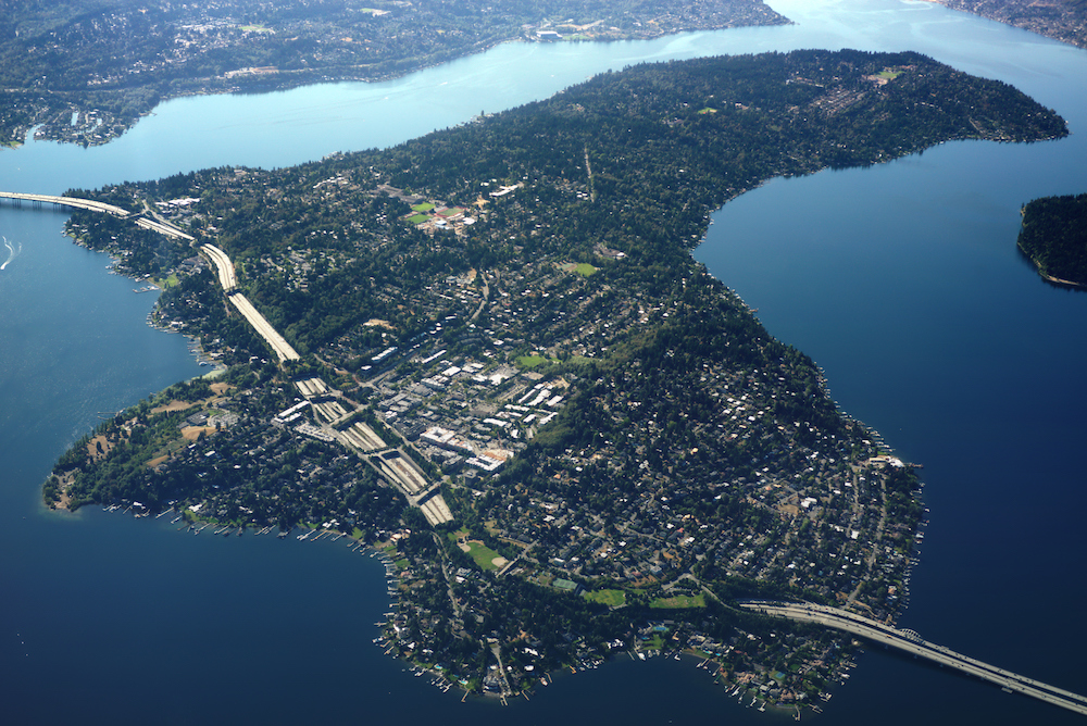Aerial_photo_of_Mercer_Island,_Washington.jpg