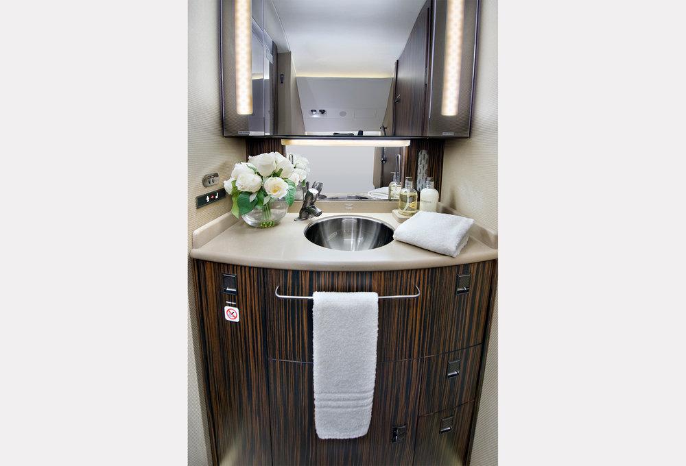 10-Bathroom_2500.jpg