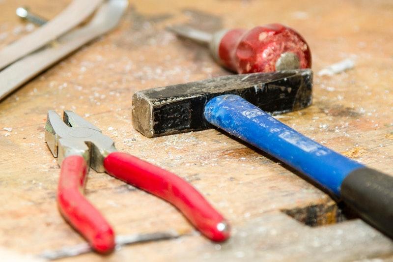 tool-work-bench-hammer-pliers-53987.jpeg