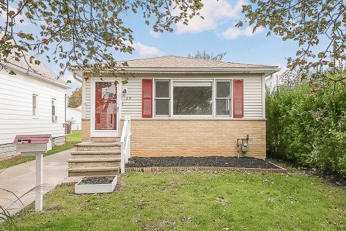 29 John St, Bedford  3 bed 2 bath | 1,023 sqft | $87,000