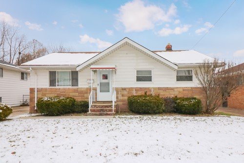 14817 Corridon Ave, Maple Hts  3 bed 1.5 bath | 1,400 sqft | $45,000