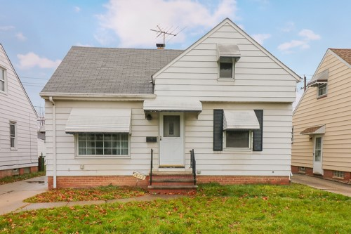 16113 Edgewood Ave, Maple Hts  3 bed 1.5 bath | 1,070 sqft | $61,000