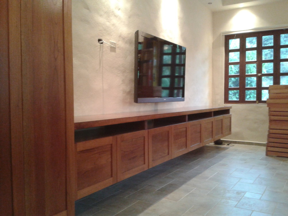 Floating credenza, Valle Escondido, Boquete