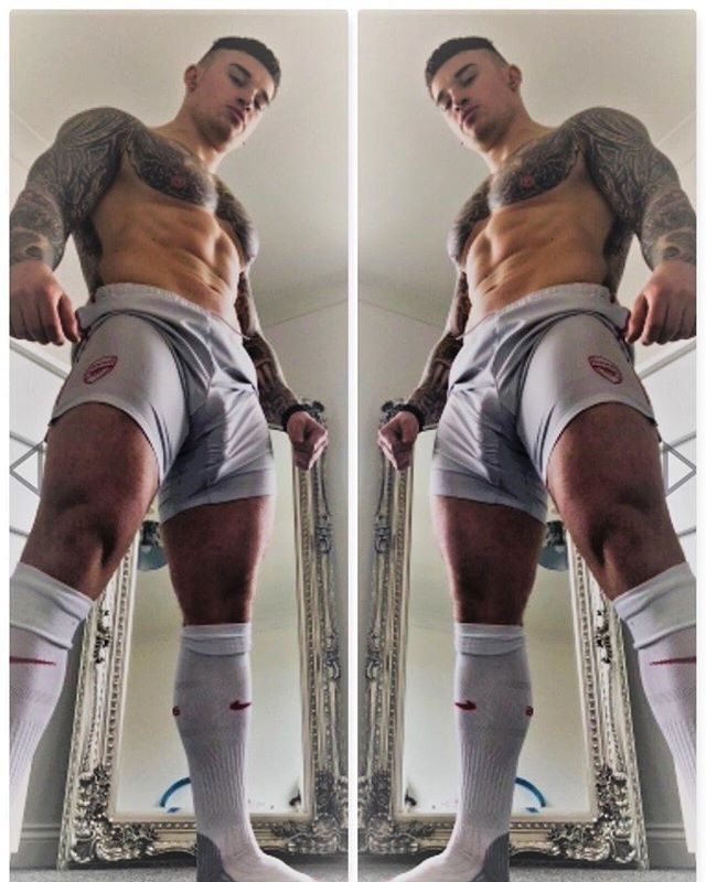 🧦 socks 🧦 up! #footyshorts #footyboys #footy #gym #muscle Follow @footyboys