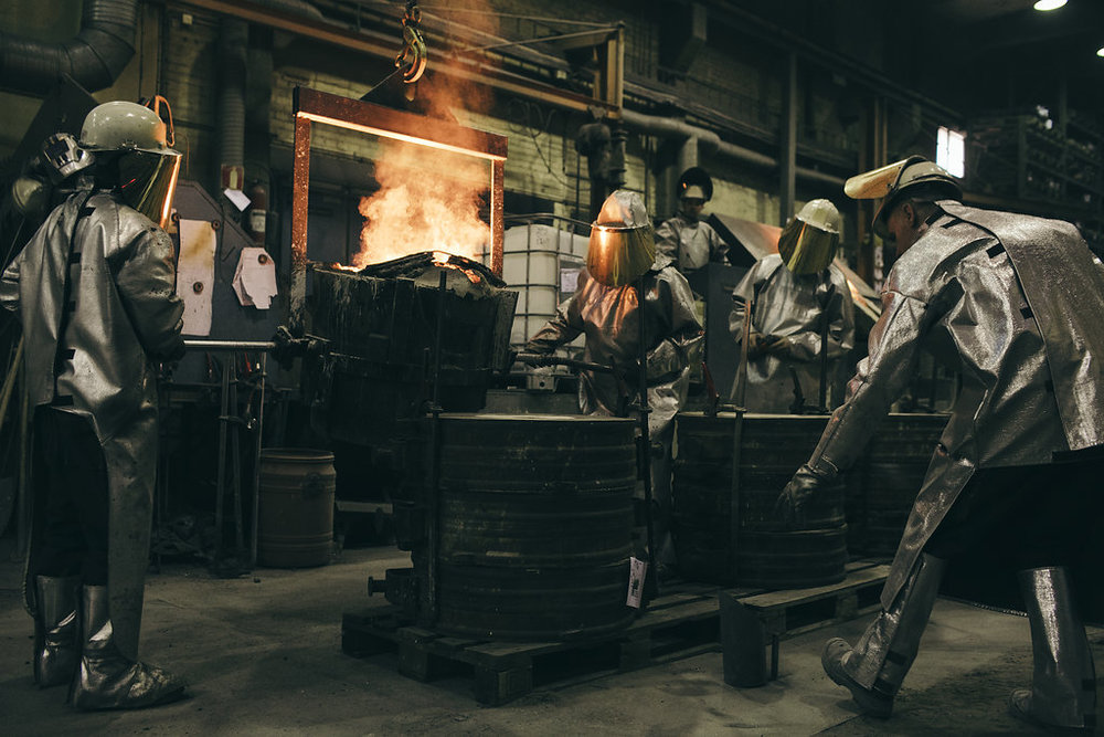 CASTING     - WE HAVE TWO MELTINGFURNACES AND A TOTALMELT CAPACITY OF 3 500KG OF STEEL PER PIECE.