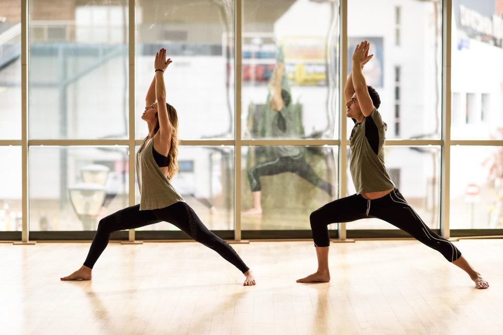 Pratiquer le yoga diminue le stress. Centre Thiêu Lâm.
