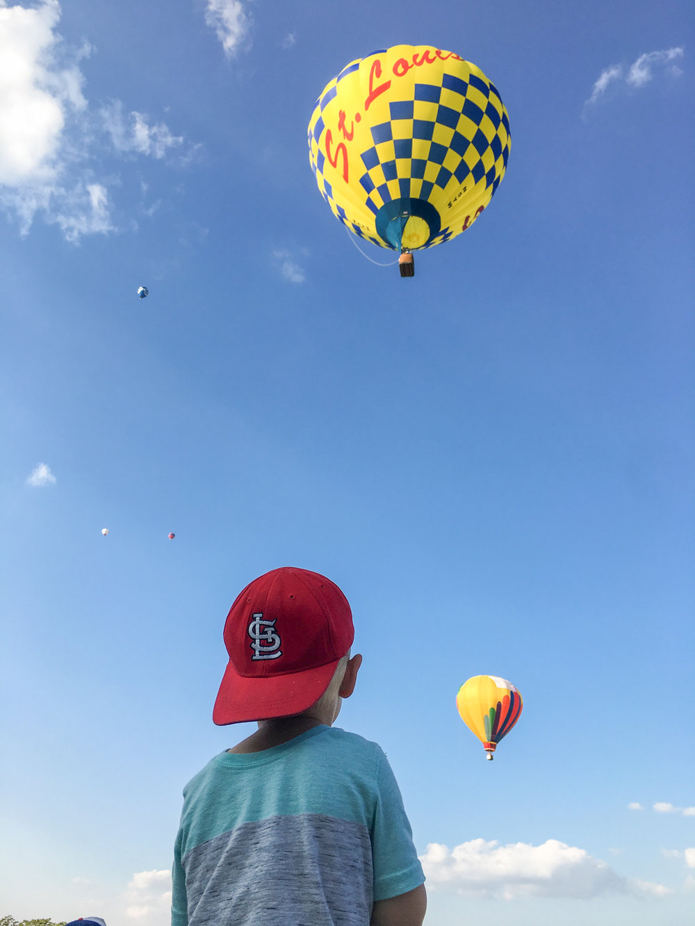 "@mollymarroquin : For every balloon takeoff: jump up and down, clap, and shriek ""there it goes!"" #stl #balloonrace"