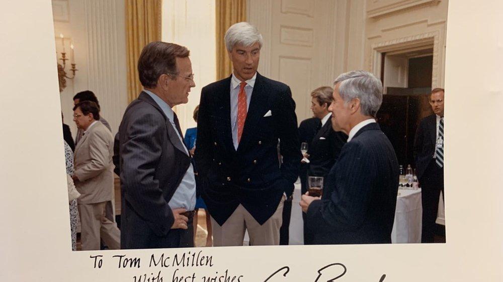 White_House_after_Gulf_War_Bush_Sen_Lugar_March_1991_90_popularity.jpg
