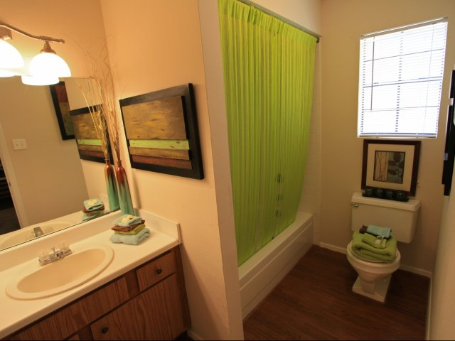 woodcrest-lubbock-tx-full-sized-bathrooms.jpg