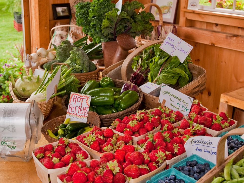 Crossroads-Farm-Stand-Fruit-and-Veggie-Display.jpg