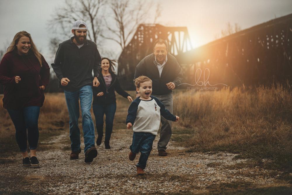 © Beautiful Horizon Photography. Tuscaloosa AL Photographer . Birmingham AL Photographer. Family portraits.