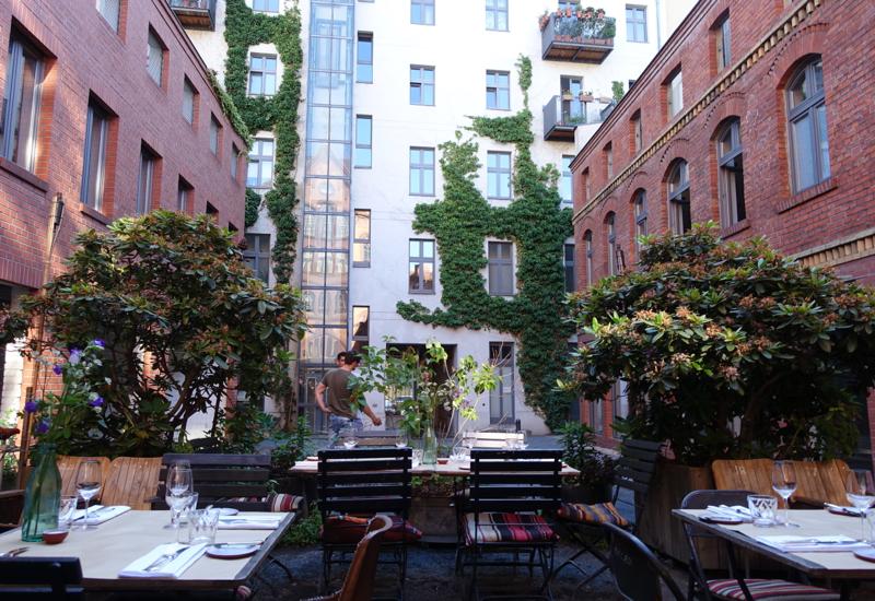 original_Review-Katz_Orange_Berlin_Restaurant_Outdoor_Seating_in_Courtyard.jpg