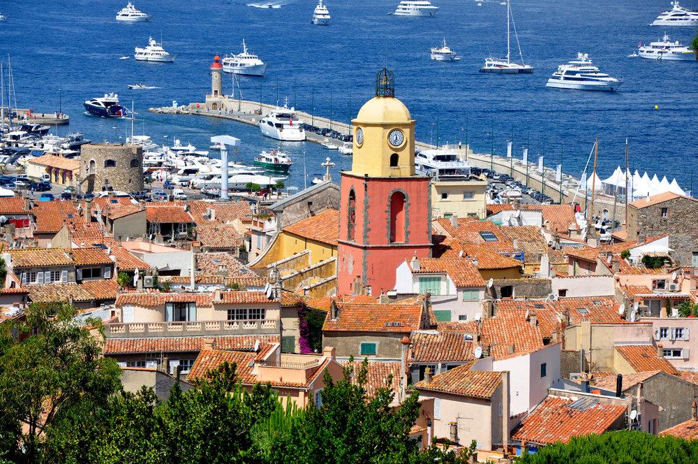 Saint-Tropez_-_Vue_générale_église_phare-1.jpg