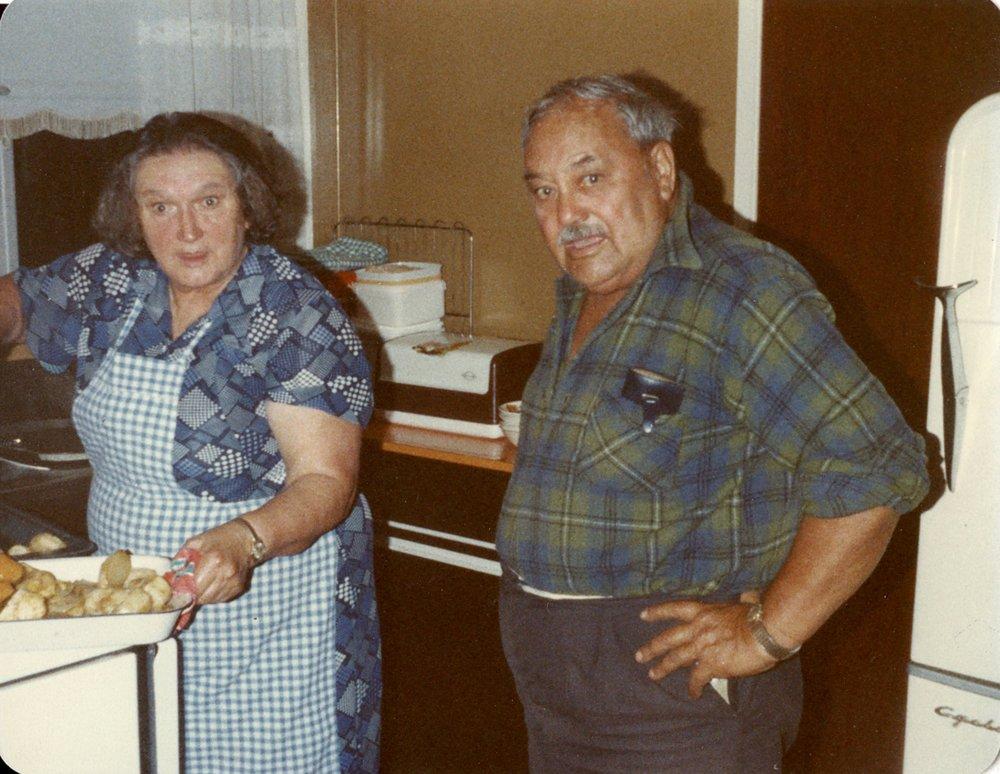Brother & Sister McKenzie, Waitara, New Zealand 1981