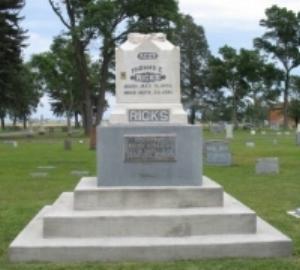 Thomas E. Ricks gravestone.jpg