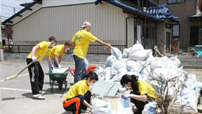 2011 Mormon Helping Hands missionaries japan.png